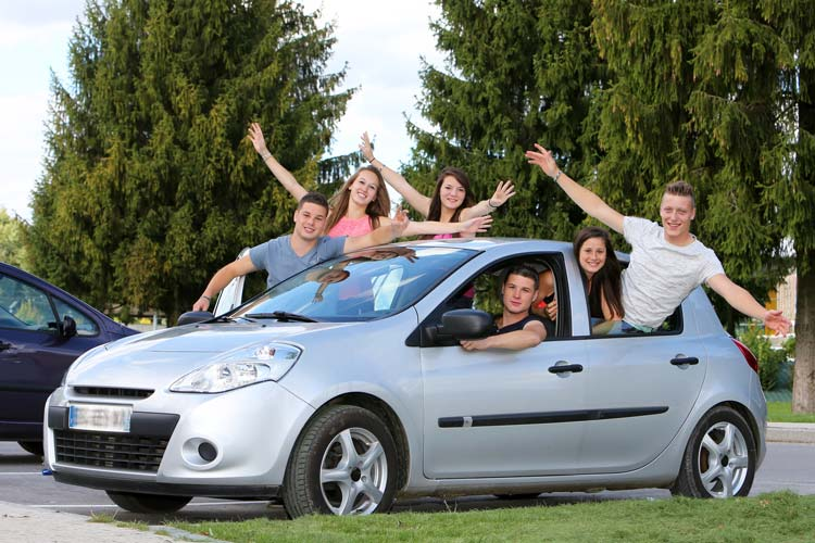 Group-of-Teenagers-Carpooling