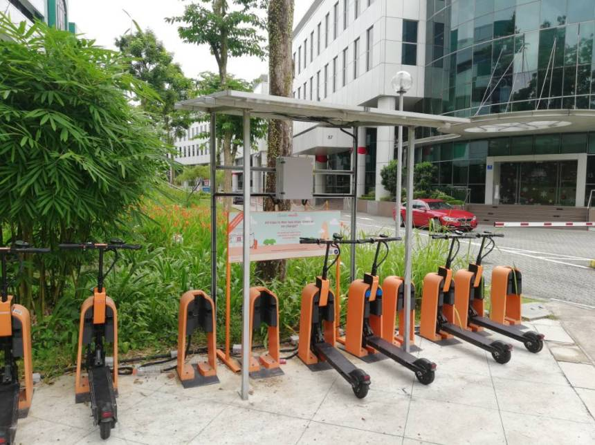 singapore-based-electric-scooter-startup-neuron-wows-ces-solar-powered-charging-modular-docking-stations